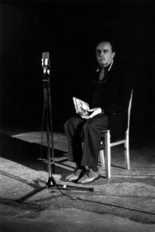 "Alvin Lucier: ""I am sitting in a room"""